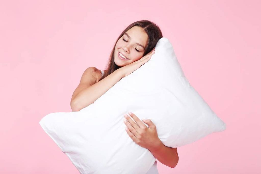 Tuft and Needle Pillow Review - restiwithstyle.com